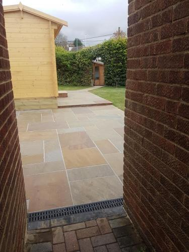 landscaping-paving-pathway